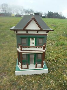 Sehr-altes-Puppenhaus-Holz-Handarbeit-ca-1920-seitlich-aufklappbar-Hohe-64-cm