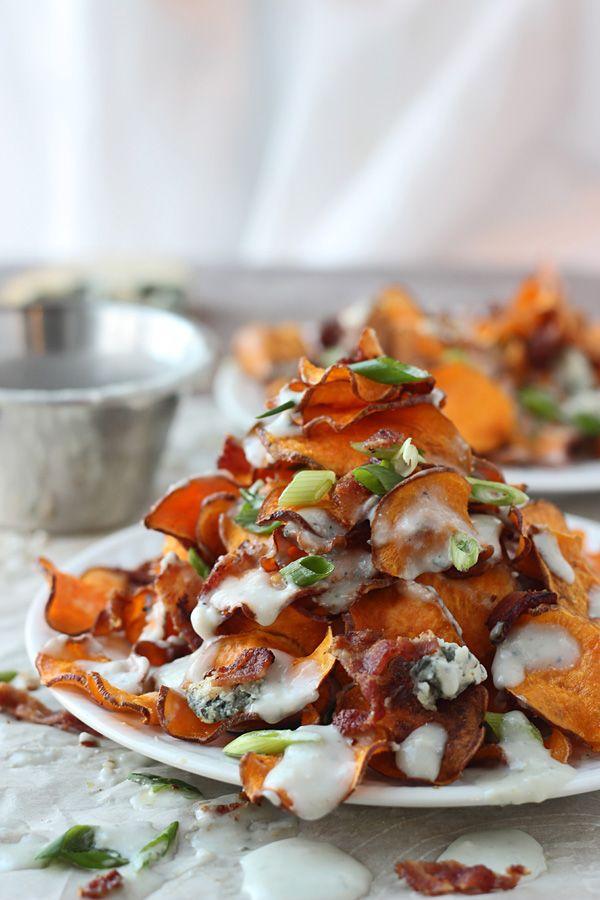 Gebakken zoete aardappel, chips met blauwe kaas saus en Bacon 5