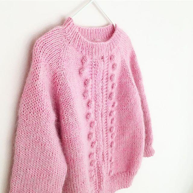 B U B B L E G U M 💕 SWEATER😌👌🏼 Pattern in the making. #babyknits #kidsfashion #kidswear #strikk #knitting_inspiration #knittinglove #pink #bubblegum
