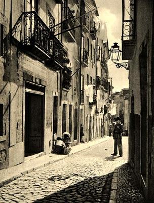 Alfama (Portugal), by Helga Glassner, 1942.