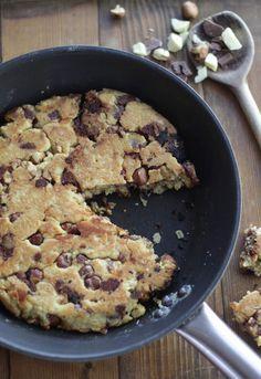 Il y a bien longtemps que je voulais tester une recette de One Pan Cookie (cookie à la poêle). Je me suis enfin décidée le week end dernier. J'ai donc navigué sur le net pour trouver une recette. Avec un peu de déception.... le cookie à la poêle se cuit......
