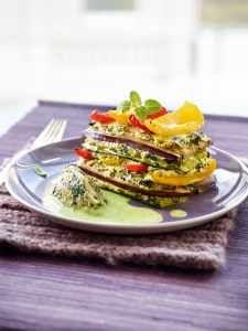"""Spinat-Quark-Nocken mit Schichtgemüse und leichter Sojacreme - ein Su Vössing Rezept aus ihrem Kochbuch """"Kochen ist die Beste Medizin"""""""