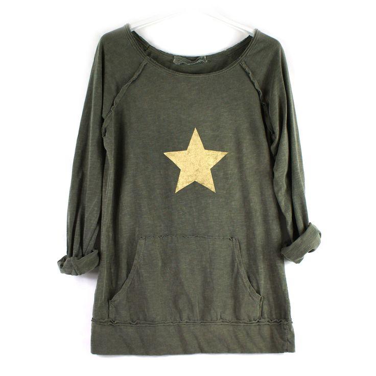 Sudadera de algodón fino con bolsillo canguro y estrella pintada a mano. Talla única.