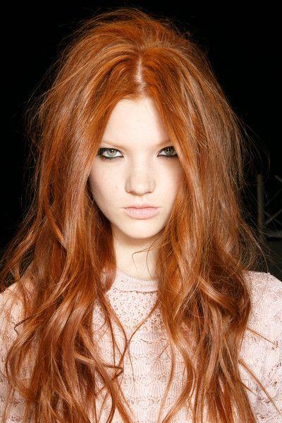 dark eyeliner, pale, and red hair--would make sexy Merida