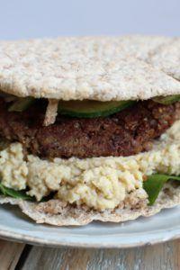 Vegetarische burger van kidneybonen en quinoa