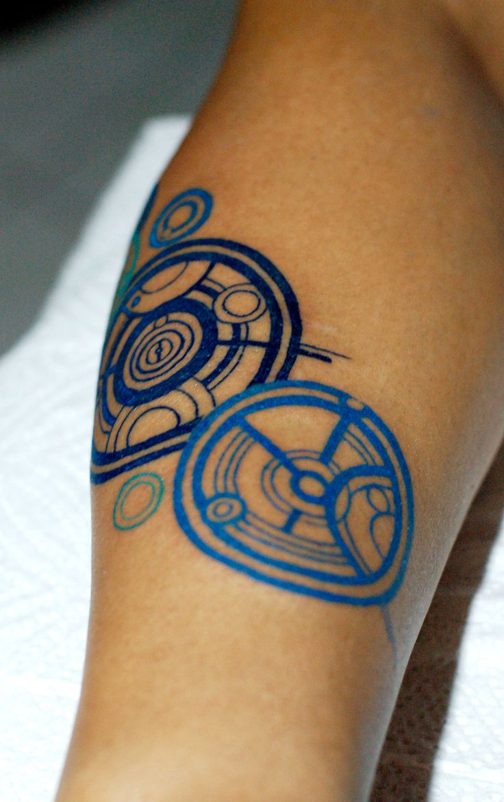 geometric circle colored tattoo tattoos philippines side pretty circles cool tatoos visit forearm feather