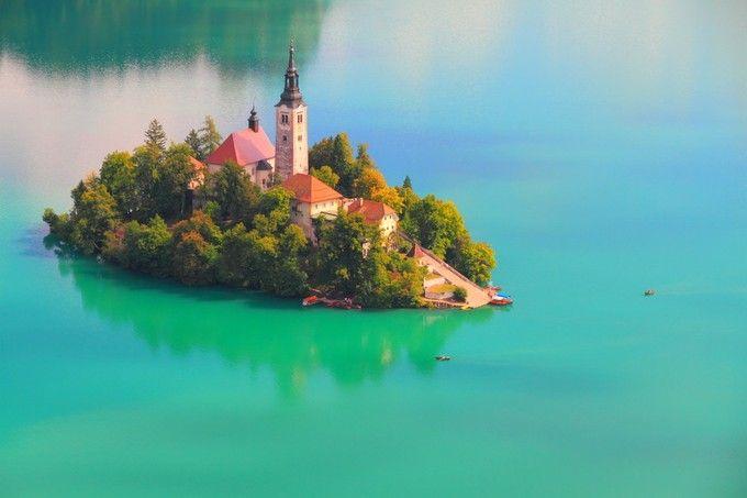 おとぎ話の世界!「アルプスの瞳」と称されるブレッド湖に浮かぶ教会が美し過ぎる | RETRIP[リトリップ]