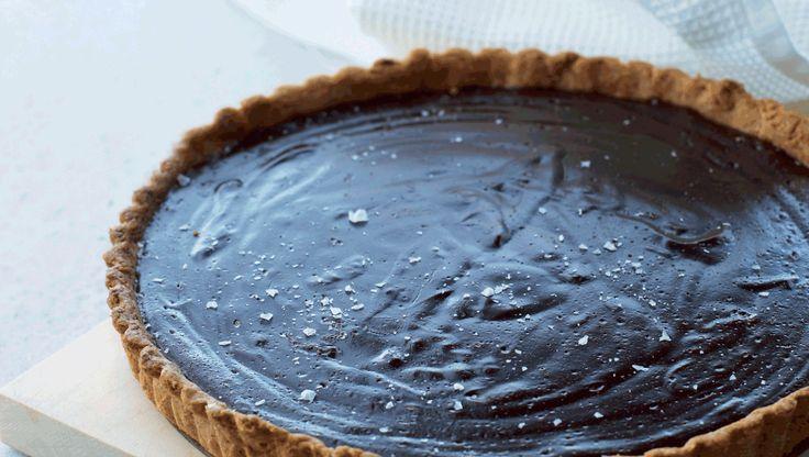 Salt klæder også det søde køkken. Et behersket drys groft salt kan fremhæve smagen af blandt andet chokolade.