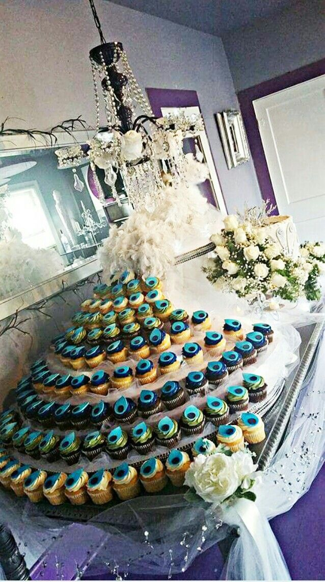 peacock colored wedding cakes 25 best ideas about peacock wedding cake on 18155