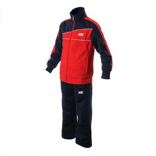 Que los pequeños se cubran del frío con el Conjunto Nike Adj Warm Up para niño, que les brinda un look casual y deportivo muy moderno.