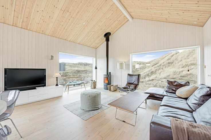 Schönes Ferienhaus, dass einfach erlebt werden muss! Es ist geräumig damit 4 Personen viel Platz haben, und es liegt in schöner Lage nur 150 m. vom Strand.