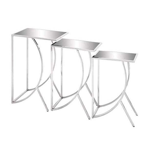 Set de tres mesas de metal y vidrio. Puede colocar justas o por separado, dependerá de su espacio y comodidad.