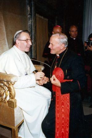 Papa João Paulo I e Cardeal Karol Wojtyla. Em poucos dias, um substituiria o outro.