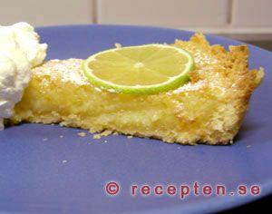 Citronpaj med lime - Recept på en underbart god efterrättspaj med citron och lime. Först gör du pajskalet och sedan gör du fyllningen och gräddar i ugnen. Servera med vispad grädde.