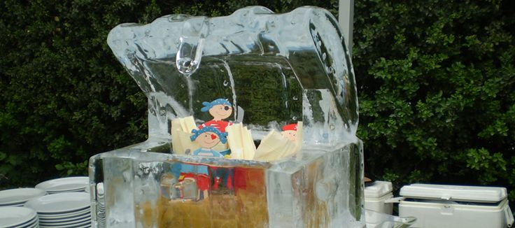 Using only plain tap water, as raw material, you will be able to create your own ice block in order to curve your inspired sculpture. http://www.iceblockmaker.biz/