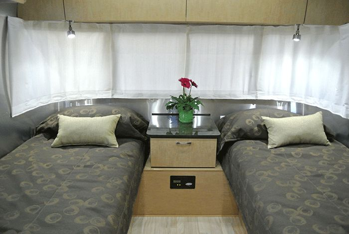 GoSilver- Airstream Rental 25' Flying Cloud