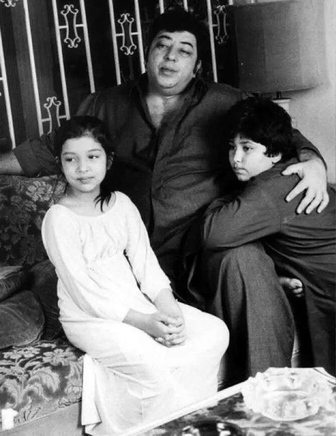 #RarePic: #AmzadKhan with his daughter & son.  For more pics click http://bit.ly/1Cx8aF1 #bollywood #bollywoodirect
