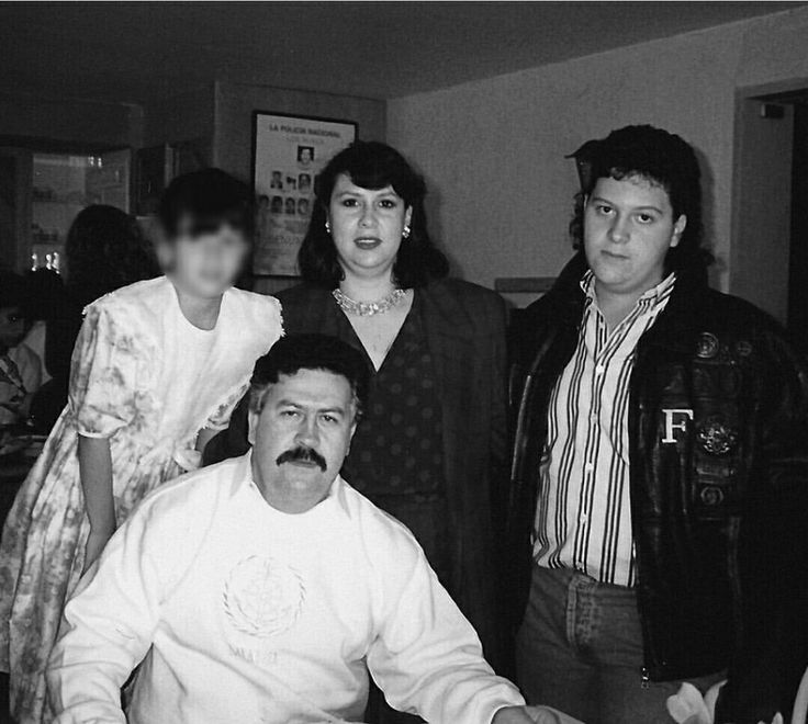 Pablo Escobar with wife and children.