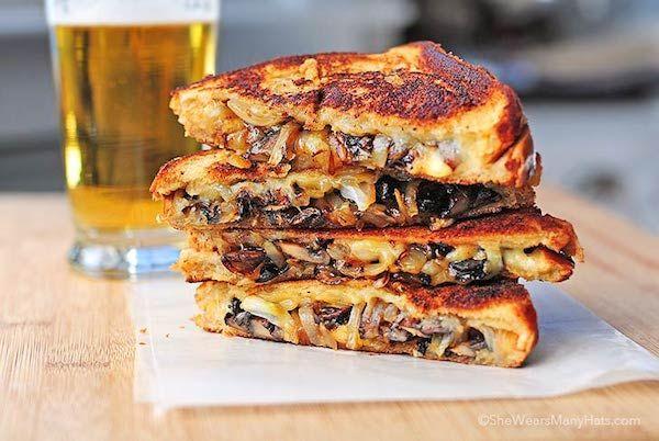 4 recetas de sándwiches calientes Riquísimas recetas de sándwiches para una cena rápida ¡o una merienda especial! Descubre las recetas de sándwiches calientes que te proponemos hoy.