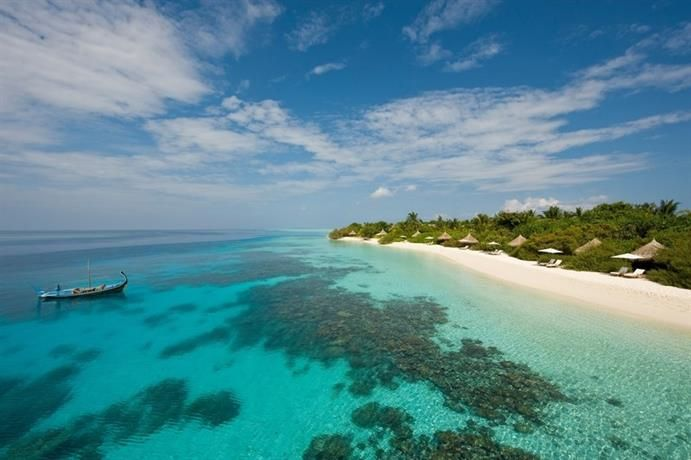 Four Seasons Resort Maldives at Landaa Giraavaru, Landaagiraavaru - Find the best deal at HotelsCombined.com. Compare all the top travel sites at once. Rated 10.0 out of 10 from 577 reviews.