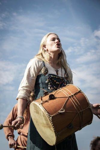 Vikingsnitt - Gotta love girls with drums!!!