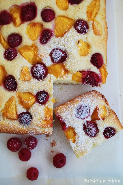 Summer cake with peach and raspberry