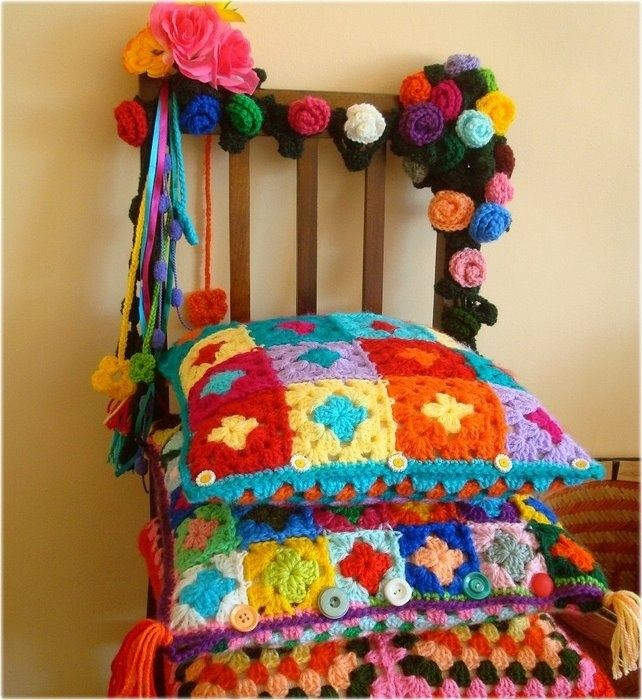 Croche e Cia: Lindas Imagens de Croche: Fighting Light, Colors Crochet, Colorida Felicidad, Granny Squares, Crochet Pillows, Crochet Cushions, Crochet Inspiration, Beautiful Crochet, Crafty Ideas
