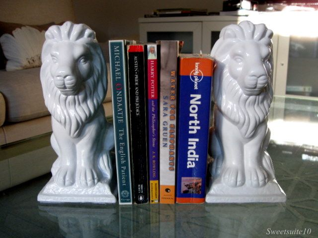 Sprays Painting, White Lions, Dollar Stores Crafts, Gardens Decor, Gift Ideas, Diy Bookends, Garden Statues, Lion Bookends, Gardens Statues