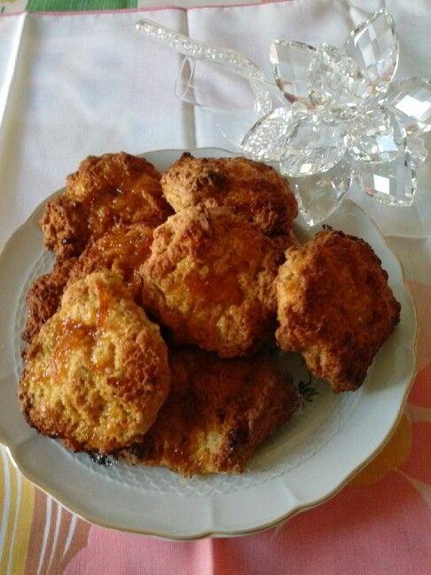 Biscotti con avanzo di lievito madre e marmellata d'arancia