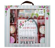 Volete organizzare un party con le vostre amcihe e preparare tutte insieme dei buonissimi cupcakes?    Ecco il kit che fa per voi!    Il kit comprende:        - 8 inviti per inviatre le vostre amcihe al party    - 8 grembiuli    - 72 pirottini    - 8 ugelli    - 10 sacche per la decorazione    Dimensioni della scatola: 298mm x 273mm x 76mm