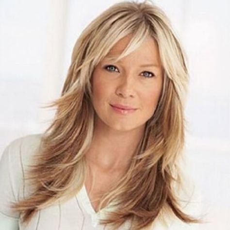 Penteados longos para mulheres acima de 50 anos