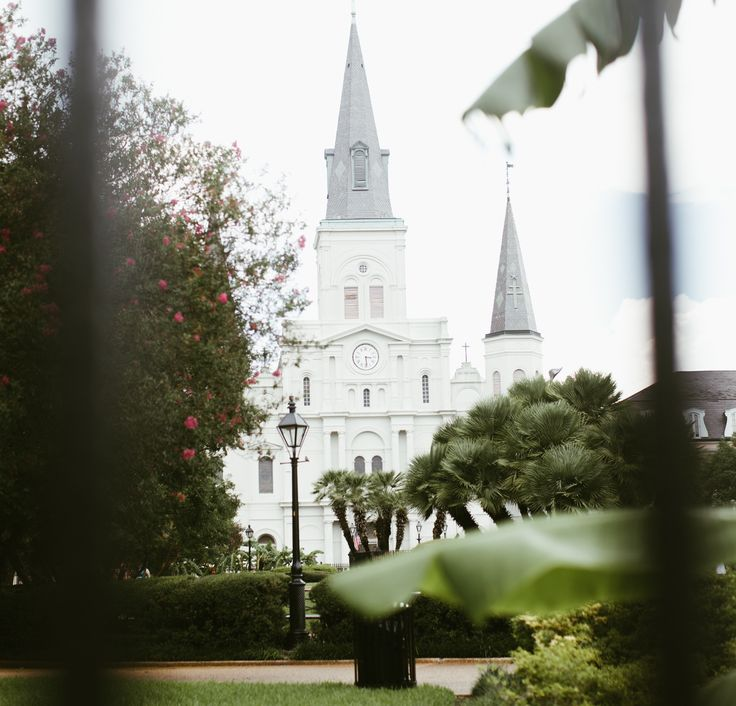 Passing by St. Louis Cathedral always keeps our attention.