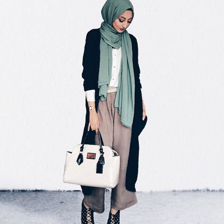 Modest yet chic! Love it @zahrahgram | #themodestymovement