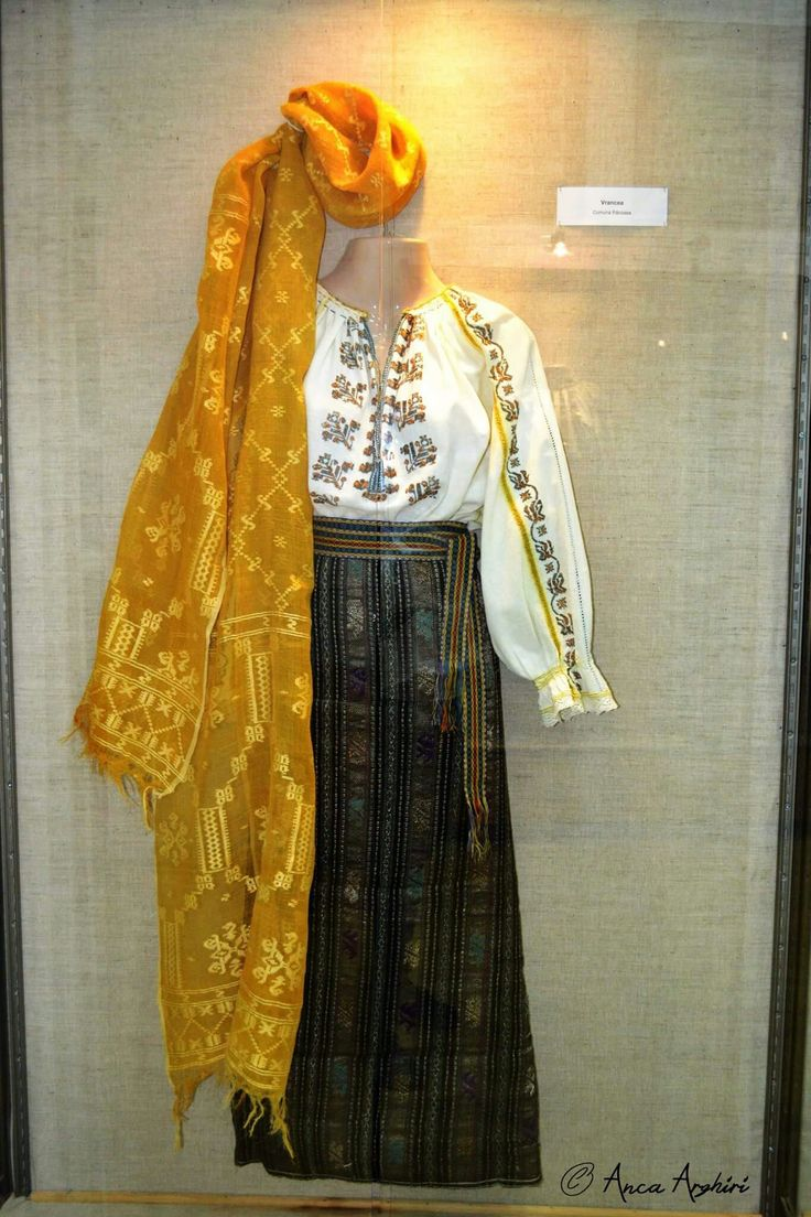 Romanian traditional clothing - Racoasa, Vrancea @ Comori etnografice Facebook page