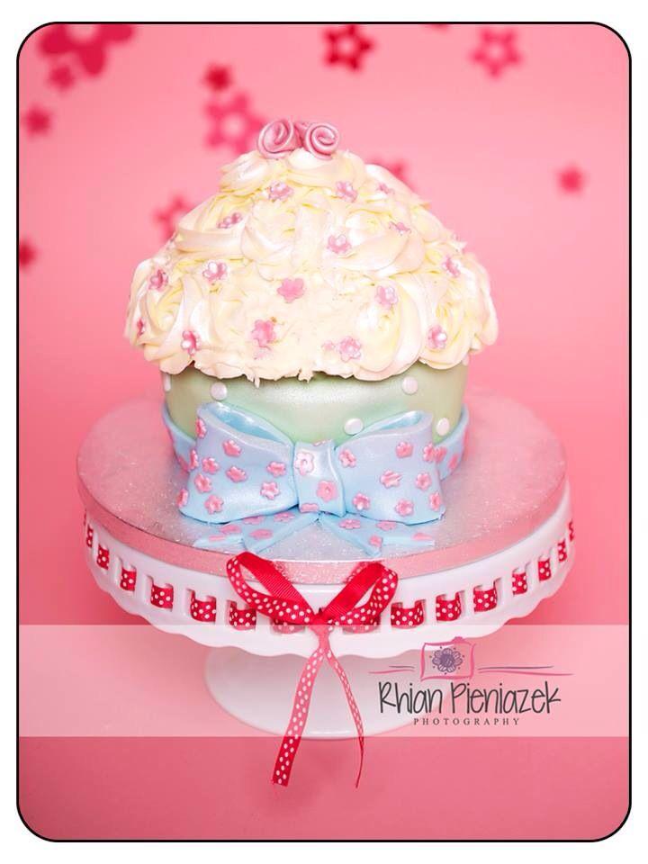 Cath Kidston theme cake. Cakes By Helzbach. Rhian Pieniazek Photography.