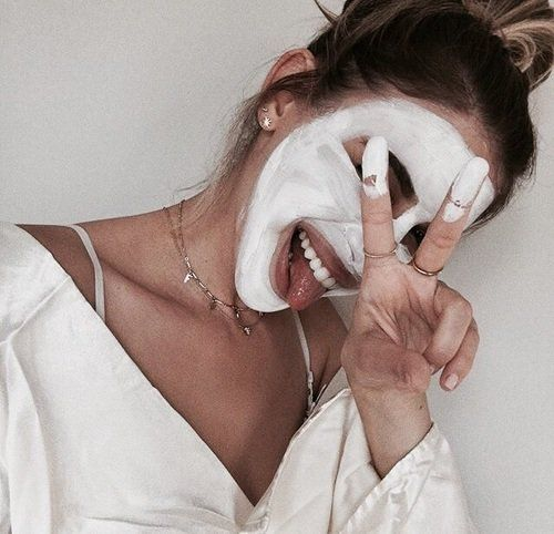 Here are some tips that could help you get the clear skin you want! To banish acne scars - . Apply fresh aloe vera your skin every night for a few. Spa Facial, Beauty Essentials, Beauty Hacks, Glo Up, Uneven Skin, Natural Beauty Tips, Tips Belleza, Diy Face Mask, Face Masks