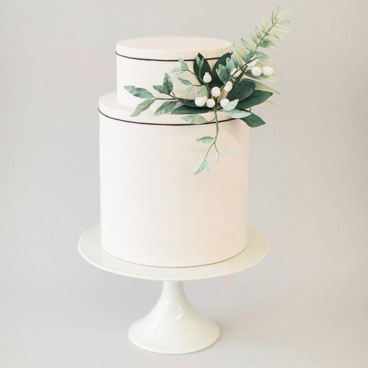 minimalist wedding cake | greenery wedding cake decor | minimalist wedding inspiration | classic wedding inspiration