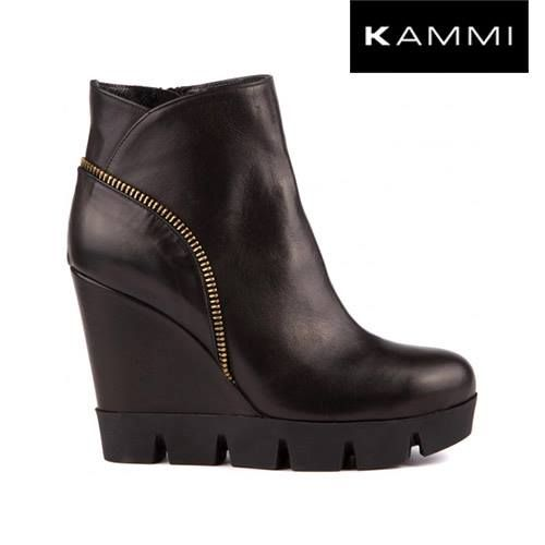 #Zeppe #Kammi con tacco 10 e fondo gomma #TotalBlack Scoprile sul sito --> http://www.kammi.it/scarpe-donna-autunno-inverno/zeppe/zeppa-in-pelle-idp160.html  #MyKammi #KammiStyle #AnimaRock #KammiShoes #Shoes #LoveShoes #Scarpe #ScarpeDonna #Wedges #fashion #Style #Stylish