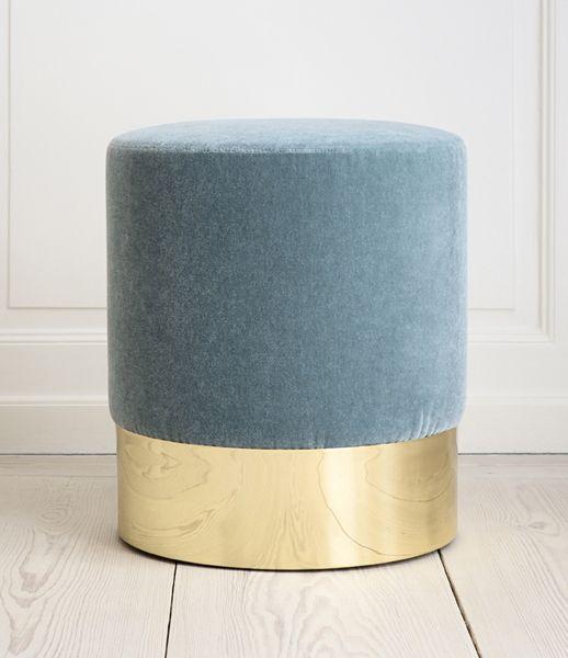 Stool  Azucena, Contemporary, Italy.   Velvet upholstery and brass base. H43,5 cm x Ø40 cm   Dkk. 13.500 / € 1800