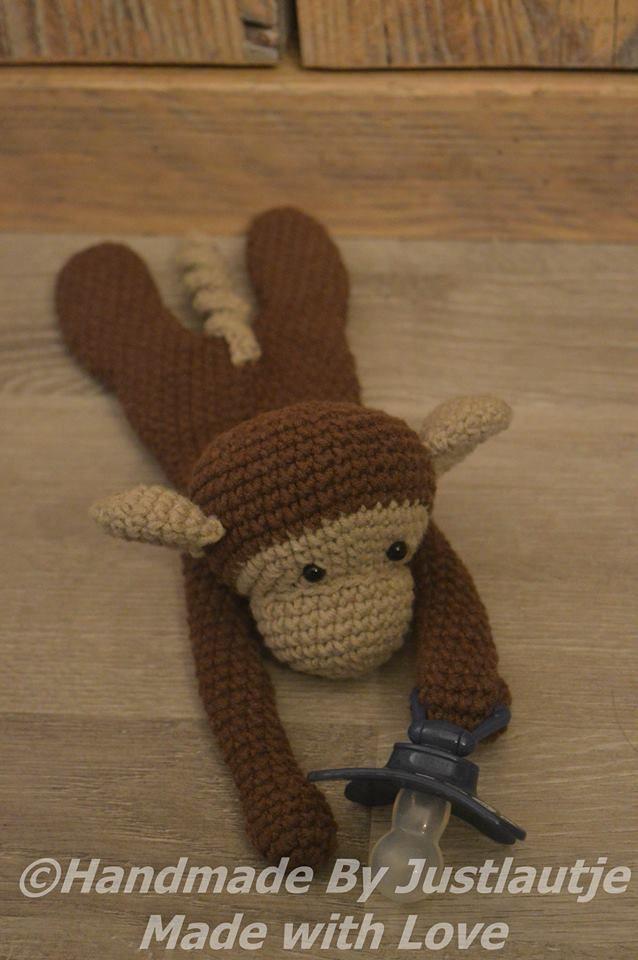 Speenknuffel aap Lulú gehaakt door Laura van Hees #haken #haakpatroon #gehaakt…
