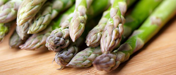 There are many benefits of asparagus. From lowering the risk of heart disease, lowering the risk of type 2 diabetes to lowering cancer risk.