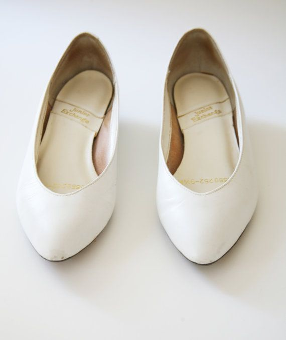 Vintage 80s White Pumps Low Heels Size 9 9.5 US by VintageReBelle
