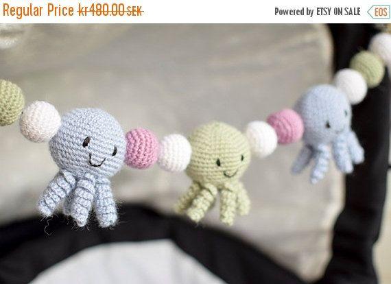 Crochet Octopus Stroller Toy, Baby Mobile Virkad vagnmobil med bläckfiskar                                                                                                                                                                                 More