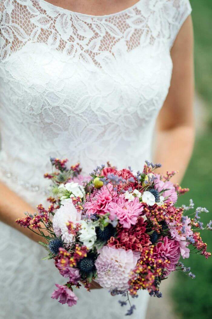 Brautstrauss Naturblumen Bildergalerie Mit Vielen Schonen Ideen Blumenstrauss Hochzeit Blumen Juni Hochzeit Brautstrauss