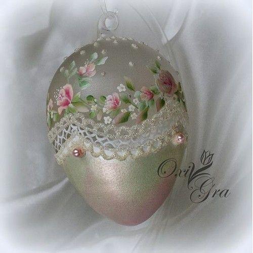 Как украсить прозрачные пластиковые яйца