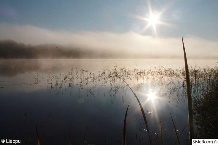 Syyskuun kaunis auringonnousu on ihanaa katseltavaa laiturilla istuen, teekuppi kädessä.