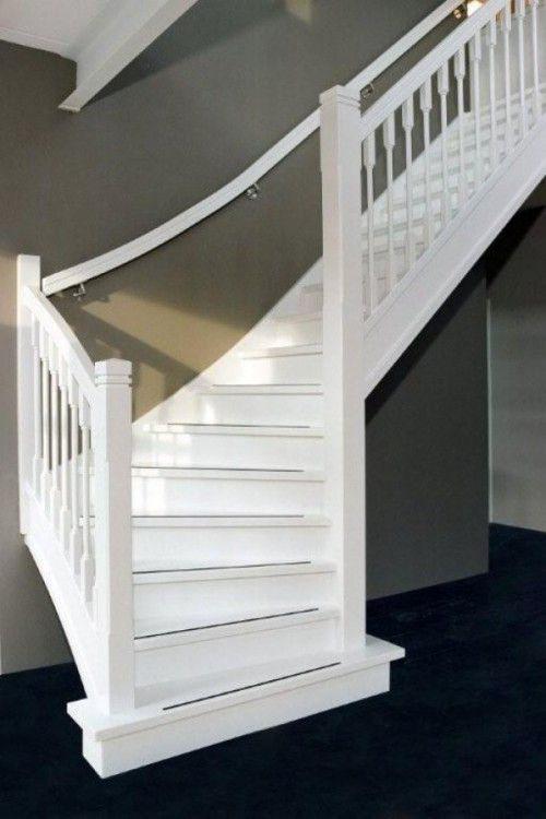 mooie witte trap tegen grijze muur met grijze antislipstrips hal pinterest photos