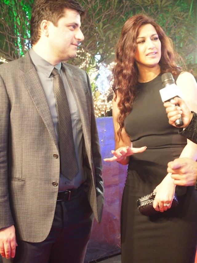 Sonali Bendre and husband Goldie Behl on Filmfare Awards red carpet. #Style #Bollywood #Fashion #Beauty