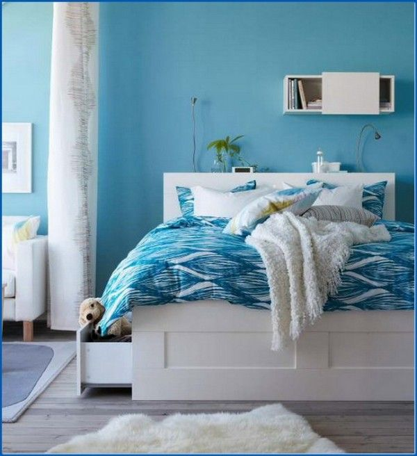 Blue-Decoration-in-Small-Bedroom
