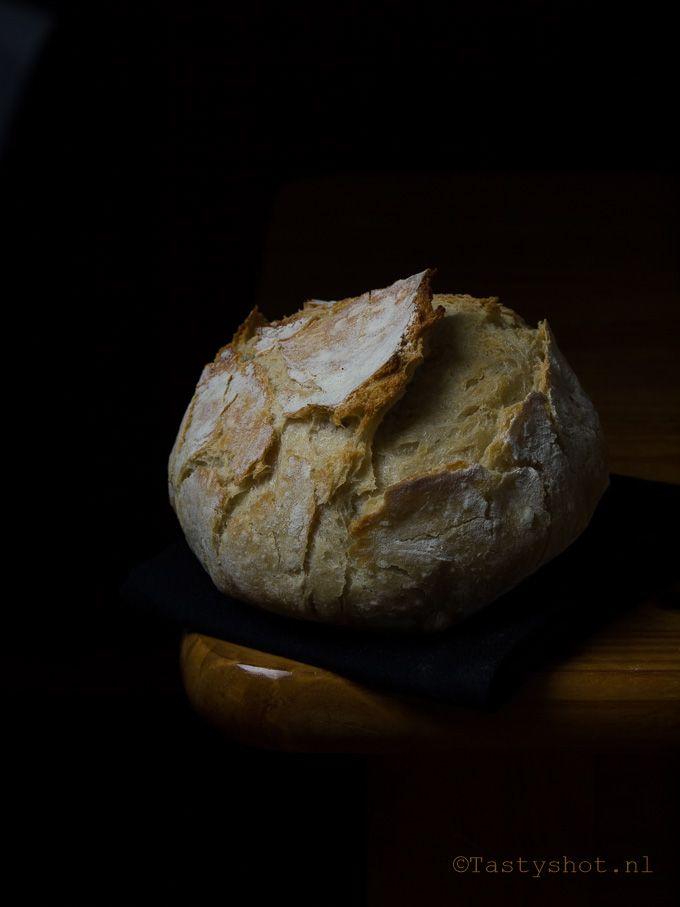 Zelf brood bakken is nog nooit zo makkelijk geweest, dit brood hoef je niet eens te kneden! / No knead bread recipe. Photography: ©️️ Gitta Polak www.tastyshot.nl